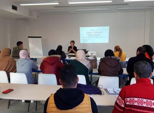 L'Ajuntament ofereix enguany formació a 24 nouvinguts a través del Programa d'Acollida Municipal