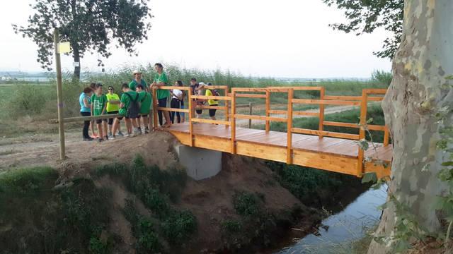 Linyola estrena passarel·la de fusta al camí de Montgai