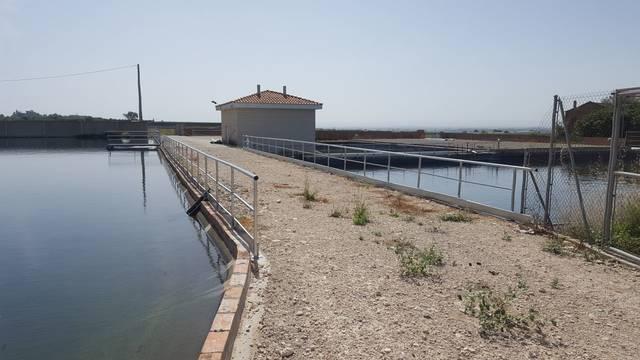 Linyola instal·la baranes de seguretat als dipòsits