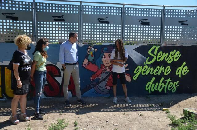 """Mollerussa estrena un nou mural reivindicatiu a la pista de patins sota el lema 'Sense gènere de dubtes"""""""