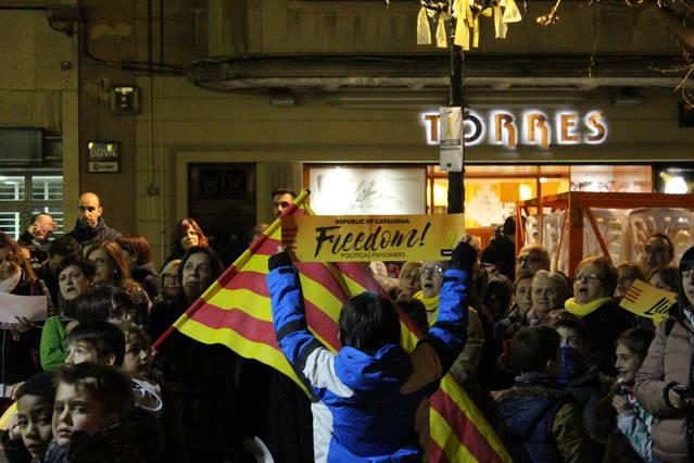 Mollerussa surt al carrer per demanar l'alliberament dels presos polítics