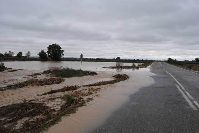 Prohibit el pas de vehicles per la carretera LV-3341 per inundacions a la calçada
