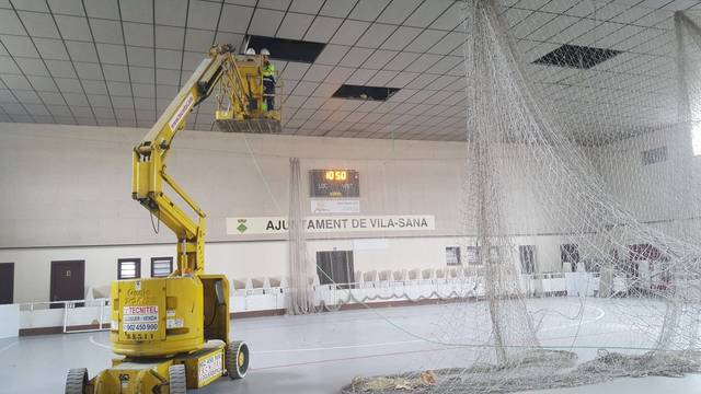 S'Inicien les obres de renovació de la il·luminació del pavelló de Vila-sana