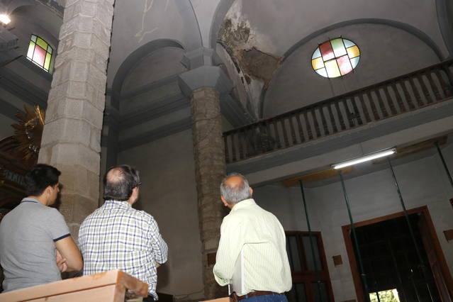 Tanquen l'església del Palau d'Anglesola per l'esfondrament d'una part del fals sostre