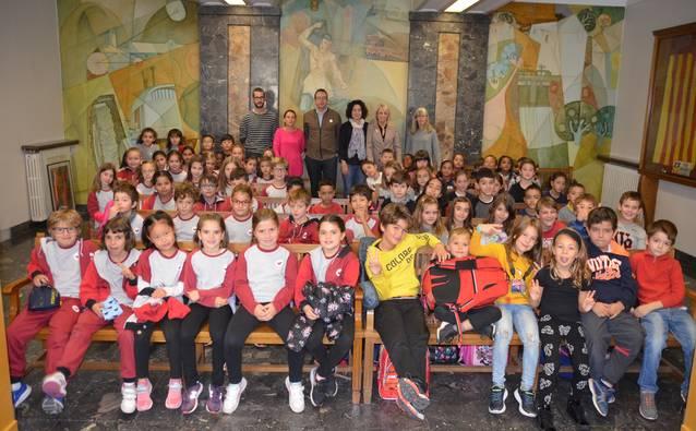 Una setantena d'alumnes de segon de l'escola El Carme visiten l'Ajuntament per conèixer com funciona