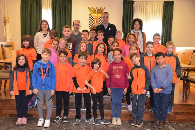 Una trentena d'alumnes de tercer curs de Les Arrels visita l'Ajuntament de Mollerussa per saber-ne el funcionament