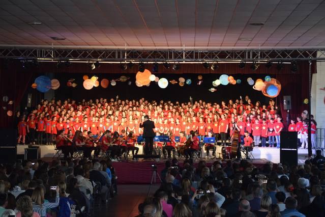 Uns 330 alumnes de cicle superior de primària del Pla d'Urgell participen en la vuitena edició de Cantem a Miralcamp