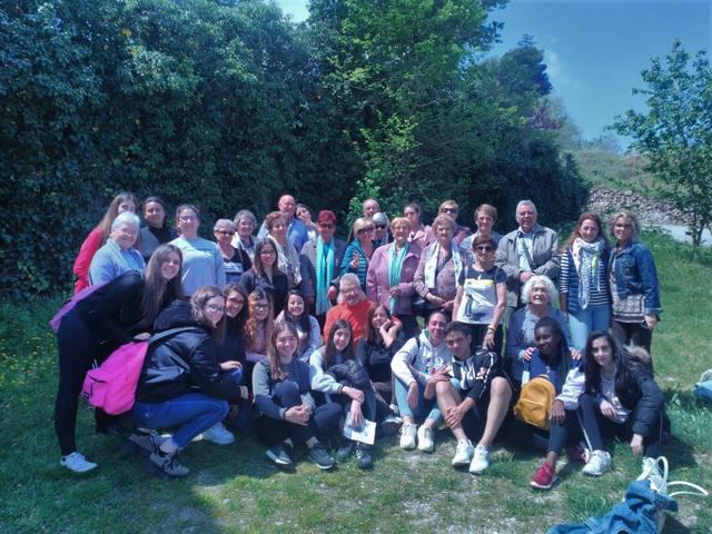 Usuaris del Casal d'Avis de Mollerussa surten d'excursió a Verdú amb estudiants de l'Ins Mollerussa per aprendre compartint