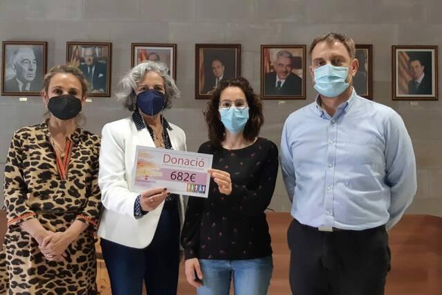 Agramunt entrega 682 euros a l'Associació Contra el Càncer
