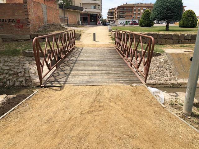 Agramunt remodela un dels ponts de fusta per a vianants del riu Sió