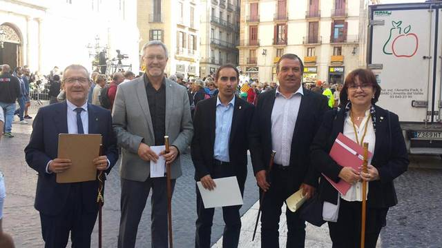 Alcaldes de l'Urgell participen en la concentració de Barcelona a favor del referèndum