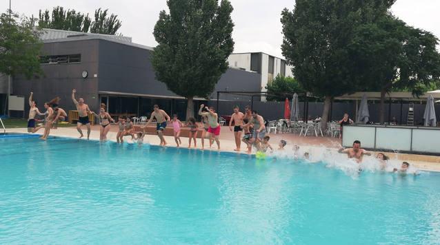 Banyistes de l'Urgell salten a l'aigua per l'esclerosi múltiple