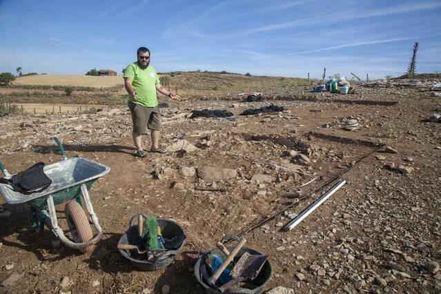 Descobreixen un nou túmul i una urna funerària a la necròpoli d'Almenara