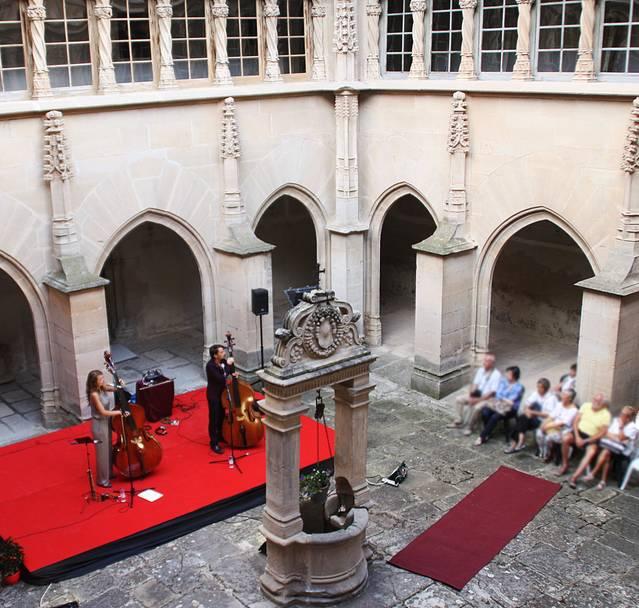 """El convent de Sant Bartomeu de Bellpuig acull el concert de jazz """"Double BasSing"""""""