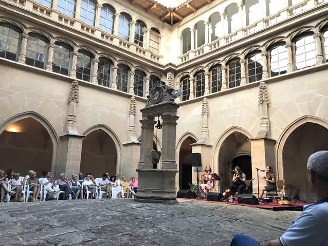 El Convent de Sant Bartomeu de Bellpuig ple s'omple de públic per escoltar Les Kol·lontai
