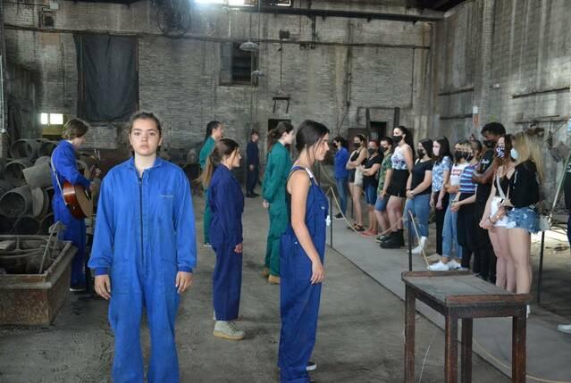El Museu Trepat acull una acció creativa de l'EASD Ondara que reivindica el paper de la dona en la societat industrial