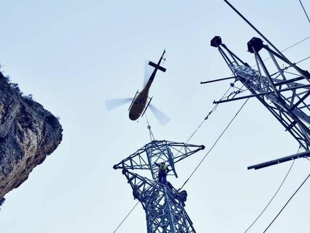Endesa inverteix 9 milions per renovar el transport d'una línia elèctrica