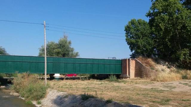L'Ajuntament d'Agramunt demana la retirada d'un pal elèctric proper a la llera del riu Sió