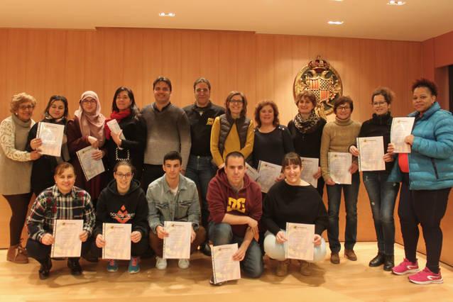 Una vintena d'alumnes reben els diplomes del curs de primers auxilis per a professionals del món del lleure de l'Ajuntament de Tàrrega