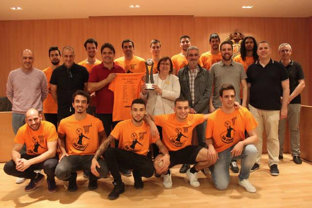 Tàrrega homenatja el Sènior Masculí del Club Natació Tàrrega, campió de Primera Catalana de Bàsquet