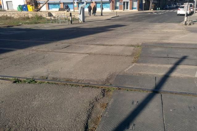 L'alcaldessa de Tàrrega reclama a ADIF que repari el ferm del tram de la C-14 que creua la via del tren