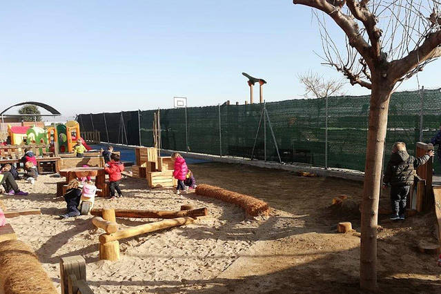 L'Escoleta de Bellpuig crea un nou pati per apropar la natura a la vida dels infants