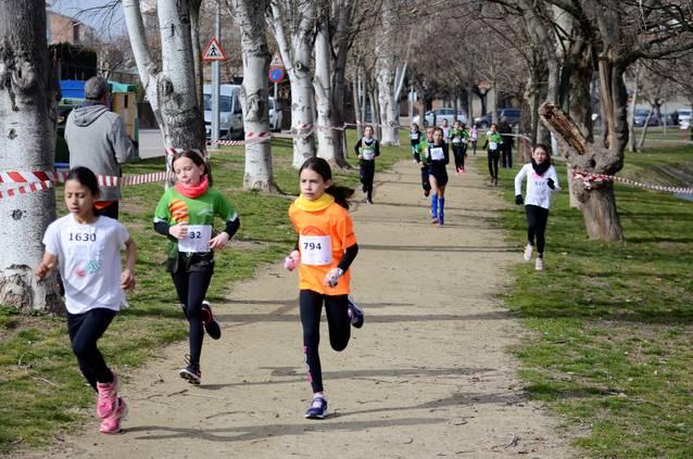 Més de 400 atletes participen en el Cros Escolar d'Agramunt
