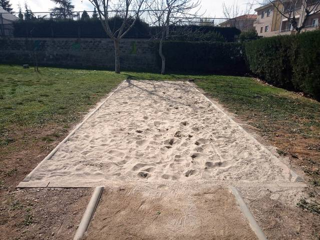 S'habilita un fossat per la pràctica del salt de llargada a Agramunt