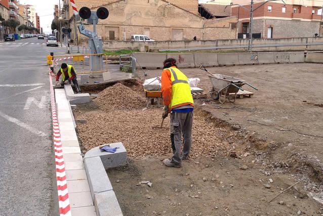 Tàrrega adequa el tram de vorera del carrer de Sant Pelegrí al costat de la via fèrria
