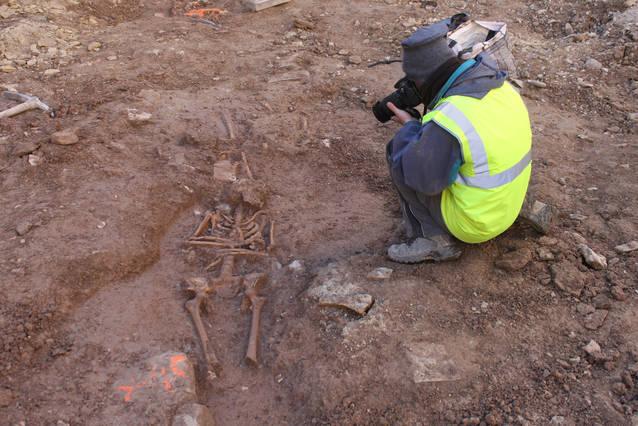 Finalitza la documentació arqueològica de les restes òssies localitzades a la plaça Major de Tàrrega