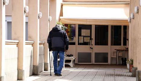 Àger ordena tancar empreses a l'arribar a 16 positius a la residència, 14 dels quals ancians