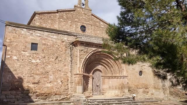 Cubells restaura la porta de fusta de la portalada de l'església de Santa Maria del Castell