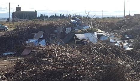 Denuncien residus al Pla d'Almatà de Balaguer als Rurals