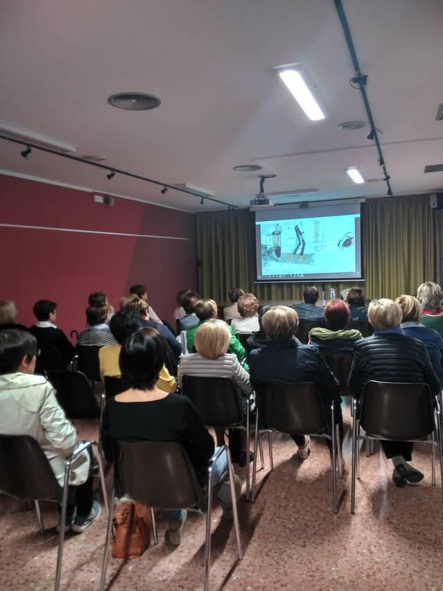 El Servei d'Informació i Atenció a les Dones del Consell Comarcal de la Noguera imparteix un taller a l'Associació de Dones El Roser de Vallfogona de Balaguer