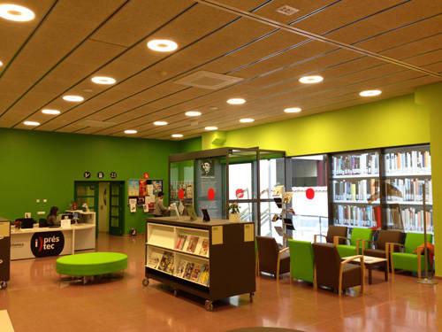 """La Biblioteca d'Artesa de Segre acull l'exposició """"Com a partir dels llibres de text s'ha explicat la història"""""""