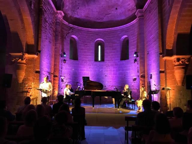 La música d'Emili Brugalla i Vesko Stambolov omple el monestir de Santa Maria de les Franqueses