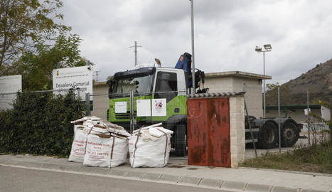 La plantilla de recollida d'escombraries de la Noguera inicia una vaga indefinida