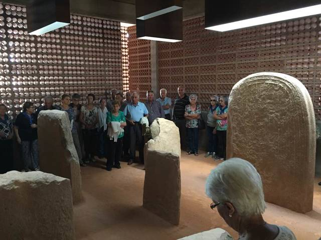 Les Associacions de dones de Preixens, Pradell i Les Ventoses visiten l'Espai Transmissor del Túmul de Seró