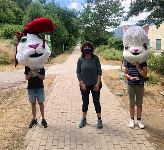 Les mascotes de CUNIPIC reben el suport de Teresa Jordà