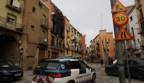 Llum punxada i plantació de maria a la casa de l'incendi de Balaguer