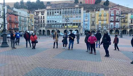 Marxa lenta a Balaguer contra les restriccions horàries en la restauració