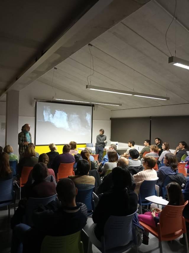 """Més de 60 persones assisteixen a la projecció del curtmetratge """"Les pintures de la Cova del Tabac"""