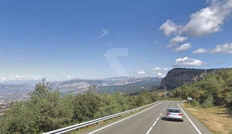 Mor el conductor d'un cotxe en sortir de la carretera a la C-1412b a Artesa de Segre