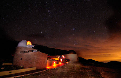 Publicat un estudi sobre com en presència de núvols la llum de les ciutats pot afectar el medi nocturn en zones protegides