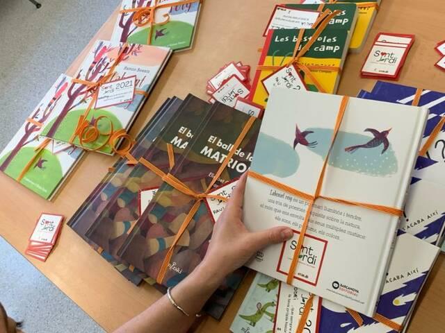 Térmens obsequia amb llibres als infants per Sant Jordi