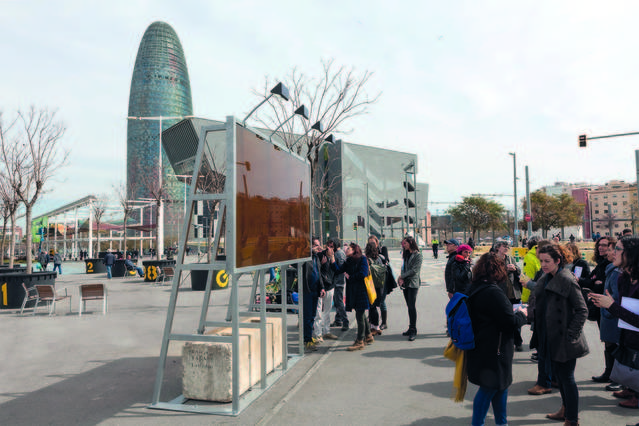 Torrons i Mel Alemany aporta 300 quilos de mel per a una instal·lació de l'artista Luis Bisbe a la plaça de les Glòries de Barcelona