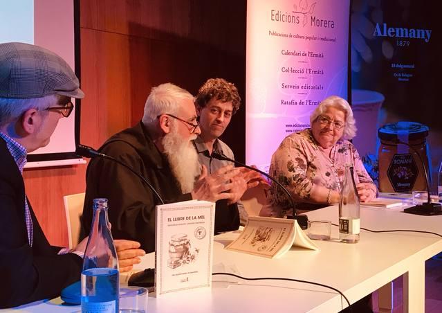 Torrons i Mel Alemany presenta 'El llibre de la mel', escrit pel monjo caputxí Fra Valentí Serra, en el marc del seu projecte 'l'Univers Alemany'