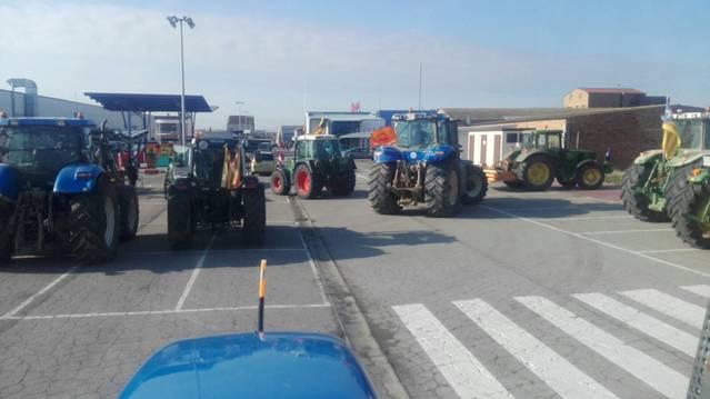 Tractoristes de la comarca participen a la concentració davant la Subdelegació del Govern