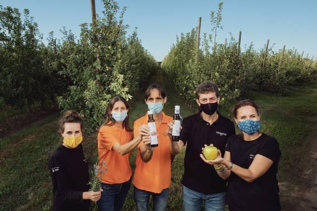Tres empreses familiars presenten un vinagre de poma de Lleida amb mel de lavanda 100% ecològic amb l'eslògan 'És temps d'amanir junts' per mostrar la naturalitat i la qualitat dels productes de Ponent