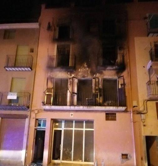 Tres ferits en l'incendi en un edifici de Balaguer